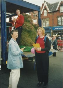Foxwood 2003 [with Topiary Bear at Leeds Carnival on the float