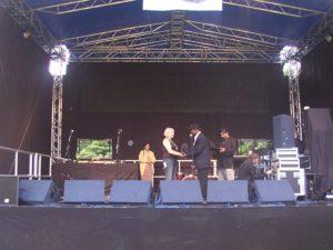 Arthur France 2005 awards Victoria Jaquiss the 2005 Unity Community Award plaque